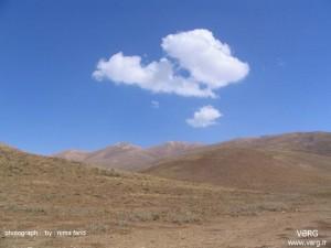 نمایی از جبههی جنوبی سماموس، از راه پرچ کو اشکور به سوی قلهی سماموس، ماه شهریور
